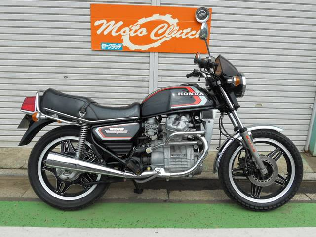 Here Is Pic Not My Bike But 100 Same Honda GL400 Wing 84 With Double Disc In Front And Air Susp This Chrome Roll Bars
