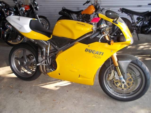 نمایش پست :موتور سنگین   Ducati 748 ,749