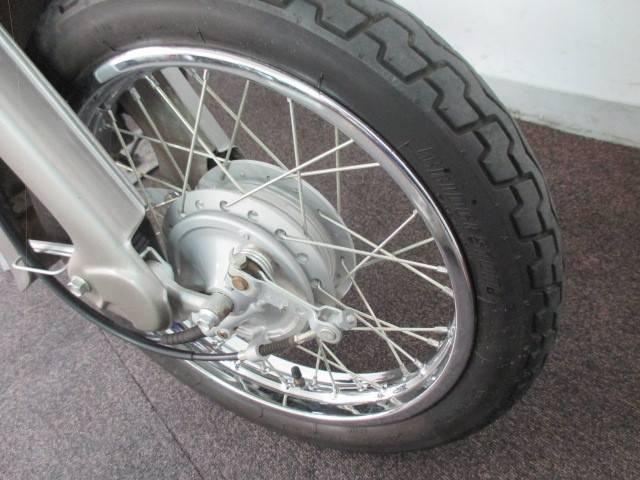 タイヤも溝もしっかり残っており、スポークも綺麗な状態です!