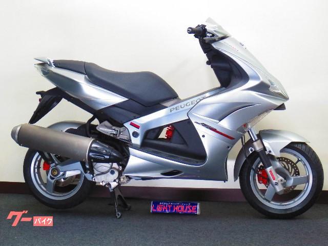 アルミ製フレームに水冷4サイクルエンジンを搭載したフランス製スポーツバイクです