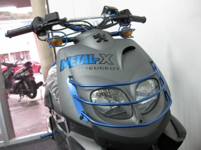 アルミ製のヘッドライトプロテクター