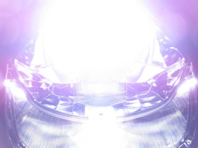 ● オプションのLEDヘッドライト付です●