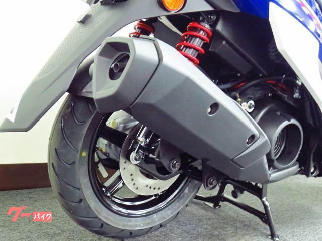●200ミリ径のリヤディスクブレーキを採用●