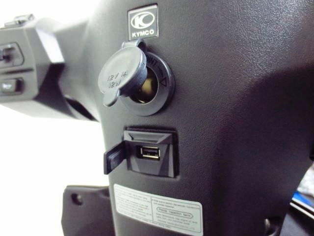 ●新採用のUSB充電ポートを標準装備しております 12Vアクセサリーソケットも装備●