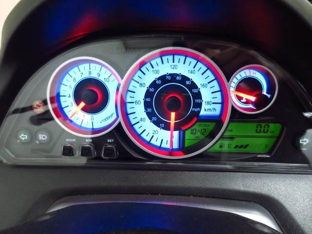 ●自己診断機能付の多機能スピードメーター(タコメーター付)●