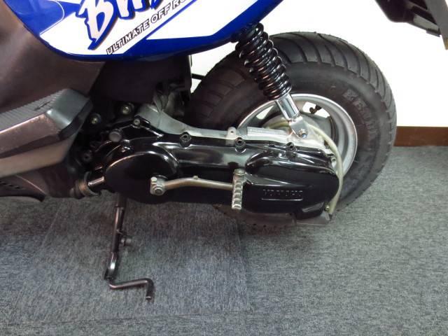 ● 規制前のフルパワー2サイクル 100ccエンジンを登載 ● キックペダル付です ●