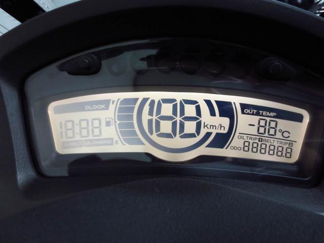 ● 水温系や 時計を装備した 多機能デジタルメーター ●