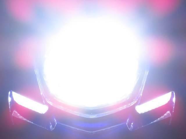 ●HID並みの明るさを 実現したバッテリーにも優しい 最新式の LEDヘッドライト●