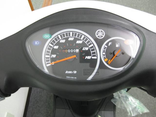 ●シンプルで見やすい大型スピードメーター(燃料計付)●