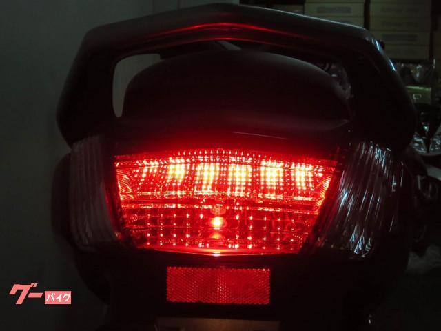 ◇ 後続車からの視認性に優れた 安全性の高い LED式の ブレーキランプを採用しております ◇