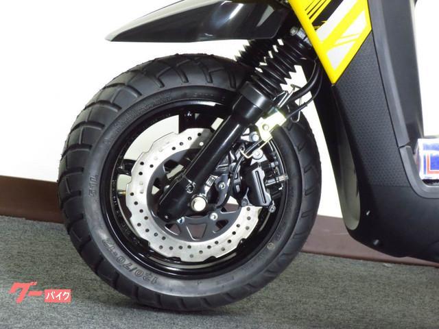 ●ウェーブ形状 フロントディスクブレーキ● bw、sらしくオフロード風ブロックタイヤを装備●