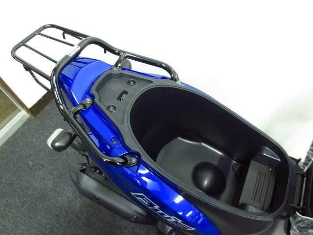 ●23リットルのヘルメットボックス完備でフルフェイスヘルメットが入ります●
