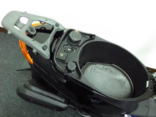 ●フルフェイス ヘルメットが余裕で入る メットイン●