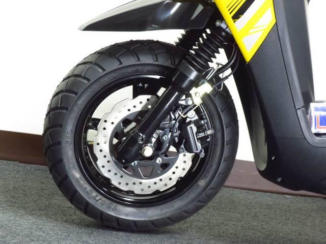 ●ウェーブ形状 フロントディスクブレーキ ◇bw、sらしくオフロード風ブロックタイヤを装備●
