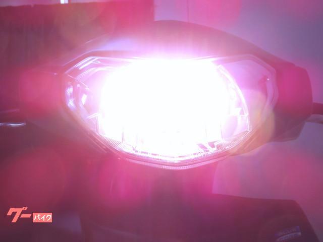 ● 白く光る LEDヘッドライトをセット ●