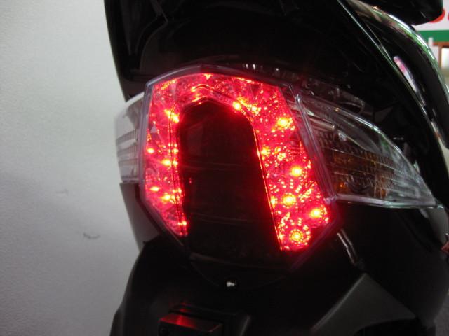 ●視認性に優れた LEDテール ●