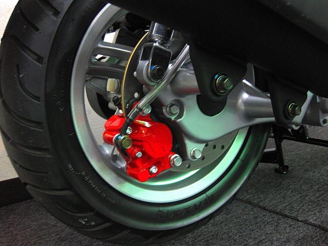 ●リヤブレーキもディスクブレーキを採用しております●