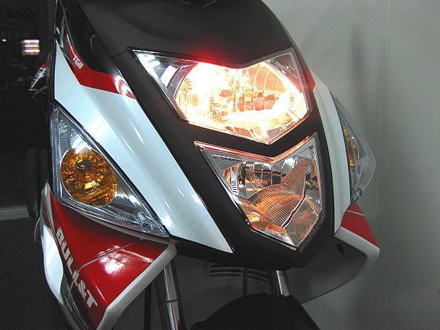 ●縦2灯式のヘッドライト&ハザード機能付きです●