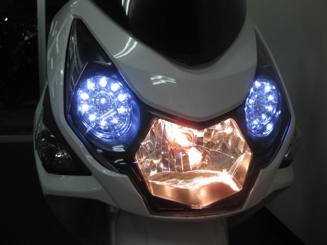 ●タイガーアイと呼ばれる LEDリング式のポジションランプ●
