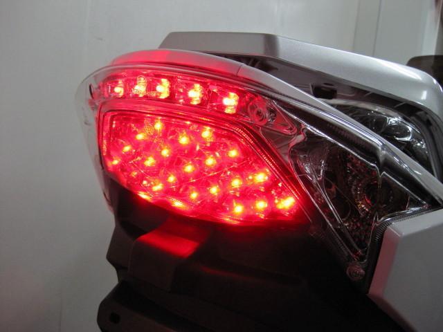 ●後方からの視認性に優れた、LED式のテールランプ