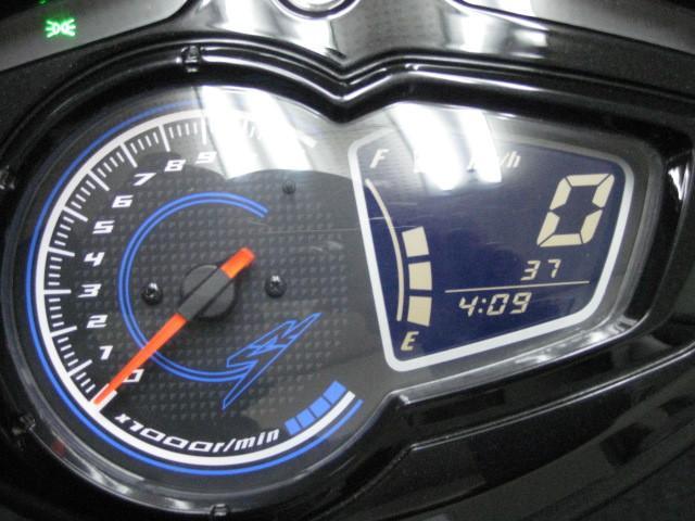 ● タコメーター付のデジタル式のスピードメーター ●