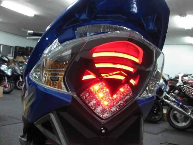 ●特許を持つ BMWが認可した ラインチューブネオン & LED式のテールランプ●