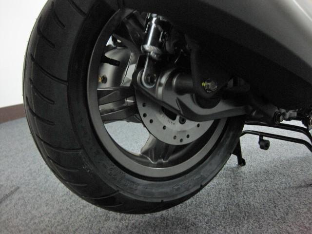 ● リヤディスクブレーキを採用 ●