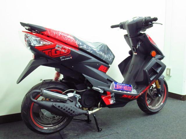 貴重な 規制前のフルパワー2サイクル50ccエンジンを搭載したスポーツモデル