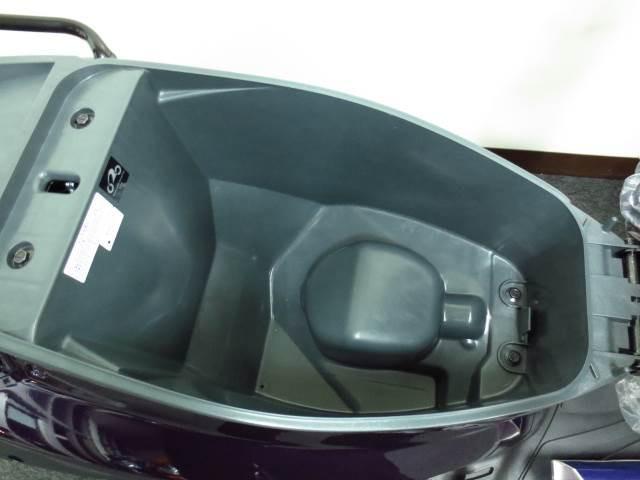 ●22リットルのヘルメットボックス完備でフルフェイスヘルメットが入ります●