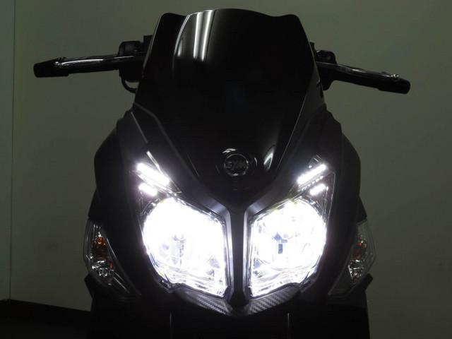 ◇ 闇夜を切り開く LEDヘッドライト