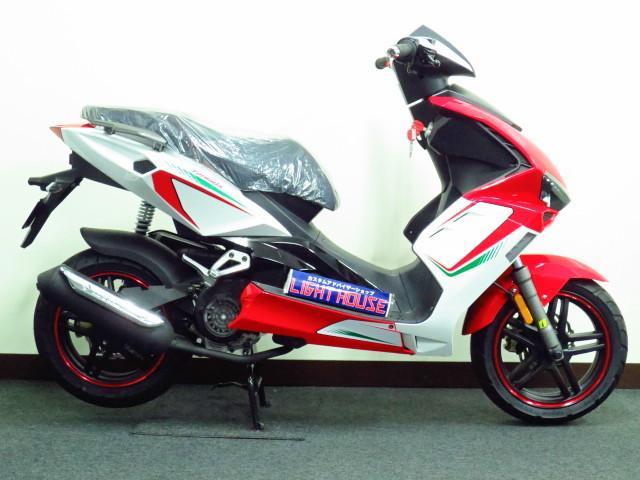 ●軽量でコンパクトな車体に 最新の パワフルな 4サイクル125ccエンジンを搭載●