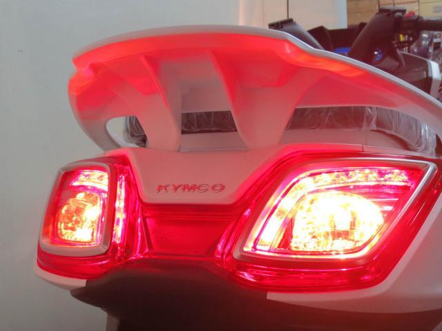後続車からの視認性に優れた LEDテールランプを採用