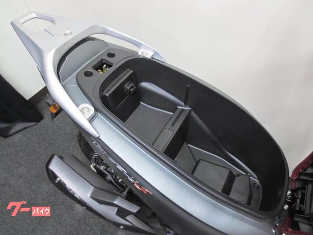 ●フルフェイスヘルメットが余裕で入るメットイン●USBハブも装備