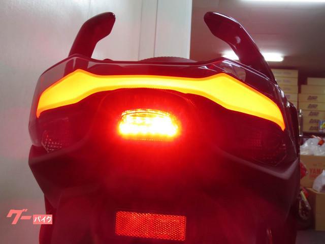 ●新デザインになった ファイバー式LEDテールランプ