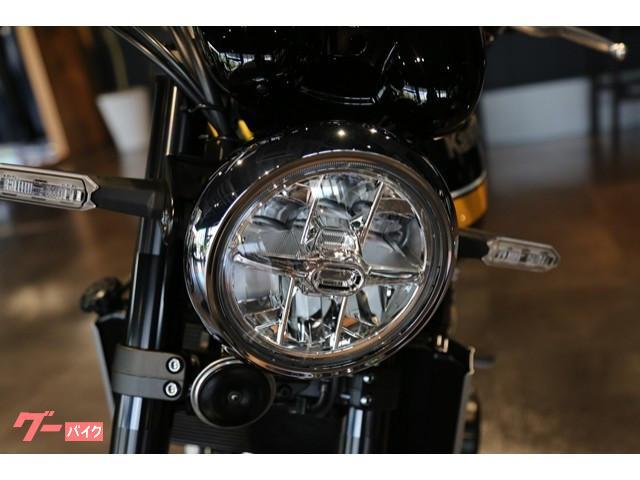 LEDヘッドライトなど先進のテクノロジーや高性能な装備を多数採用。