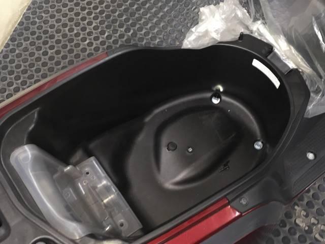 大容量23Lのメットイン採用でフルフェイスヘルメットも入ります!