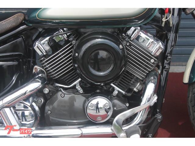 ブラックのエンジンもカッコイイ。