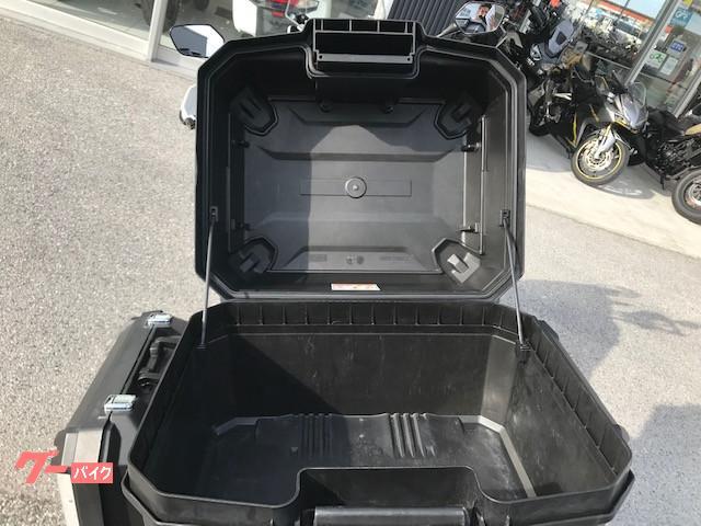 ヘルメットや長期ツーリングにも対応できる容量になっております!