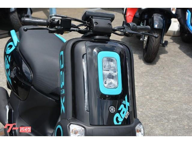 スタイリングばかりが注目されるQBIXですが、装備も流石最新スクーターです。