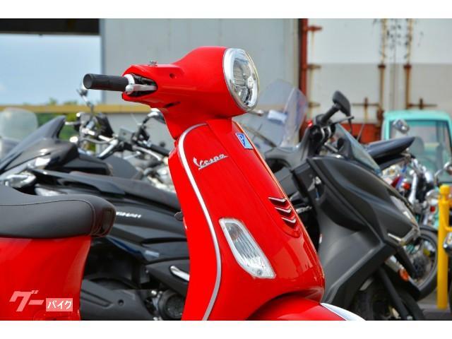 流麗なボディワークとかわいらしいデザインが特徴のスクーターです。