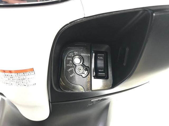 *集中ロックでシート、給油口がワンプッシュで開けられ盗難防止シャッター付