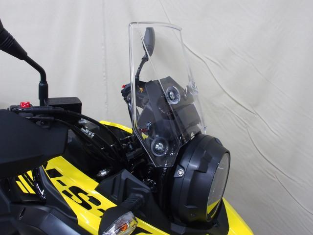 *スクリーン付で走行風からライダーを守り疲労軽減します