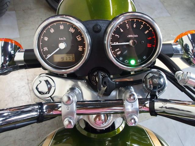 *クラシカルな針式メーターですが左液晶部には走行距離の他に時計も表示できます