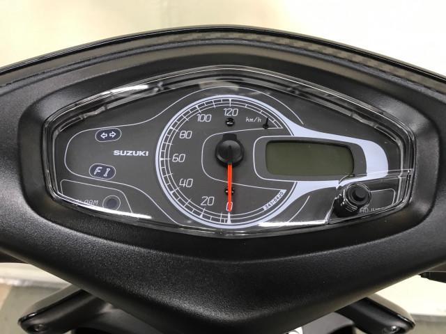*メーター液晶部には走行距離、ガソリンメーターの他に時計やオイル交換タイミングランプも点灯します