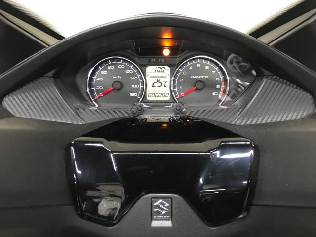 *メーター液晶部には走行距離、燃料計、時計、燃費計が表示されます