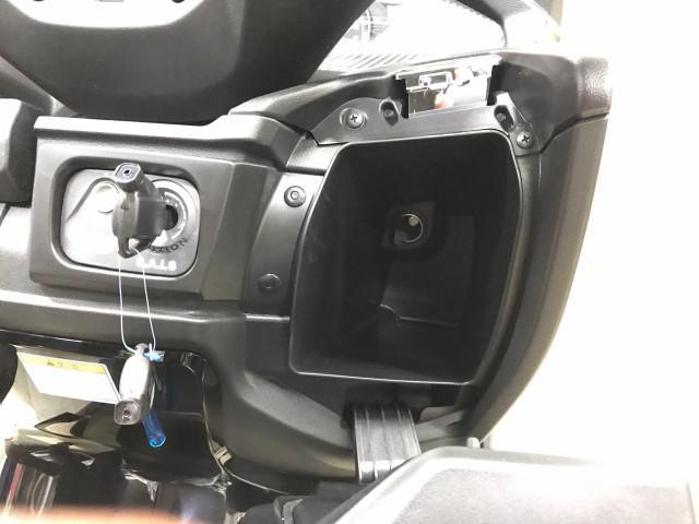 *右側ボックス内にはDCソケット付で走行時などスマホの充電も可能です