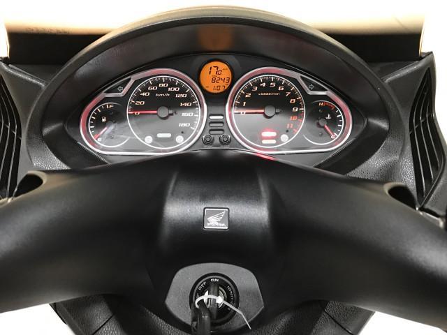 *メーター液晶部には走行距離や時計の他に燃費計なども表示されます