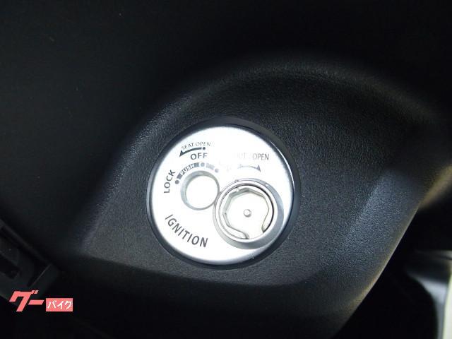 *メインキー操作でシート開錠でき盗難防止シャッターキー付