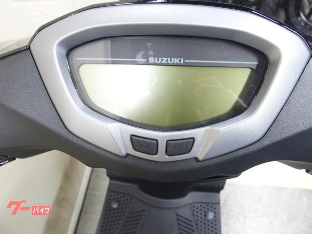 *デジタルメーターには時計、オイル交換時期、タコメーターも表示されます