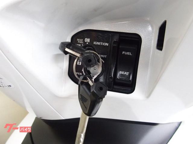 *メインキー操作でシートと給油口の開錠が可能です